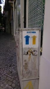 Indicazione freccia - Cammino Santiago portoghese