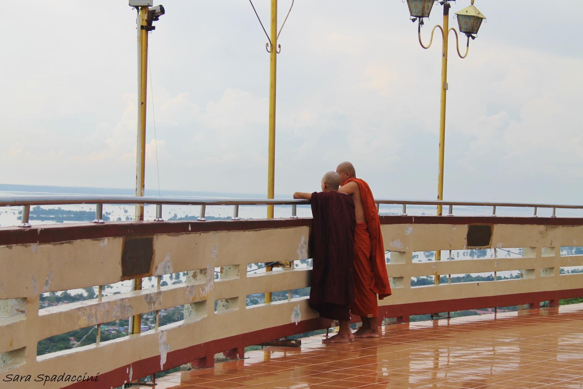 Monaci a Mandalay Hill, Myanmar