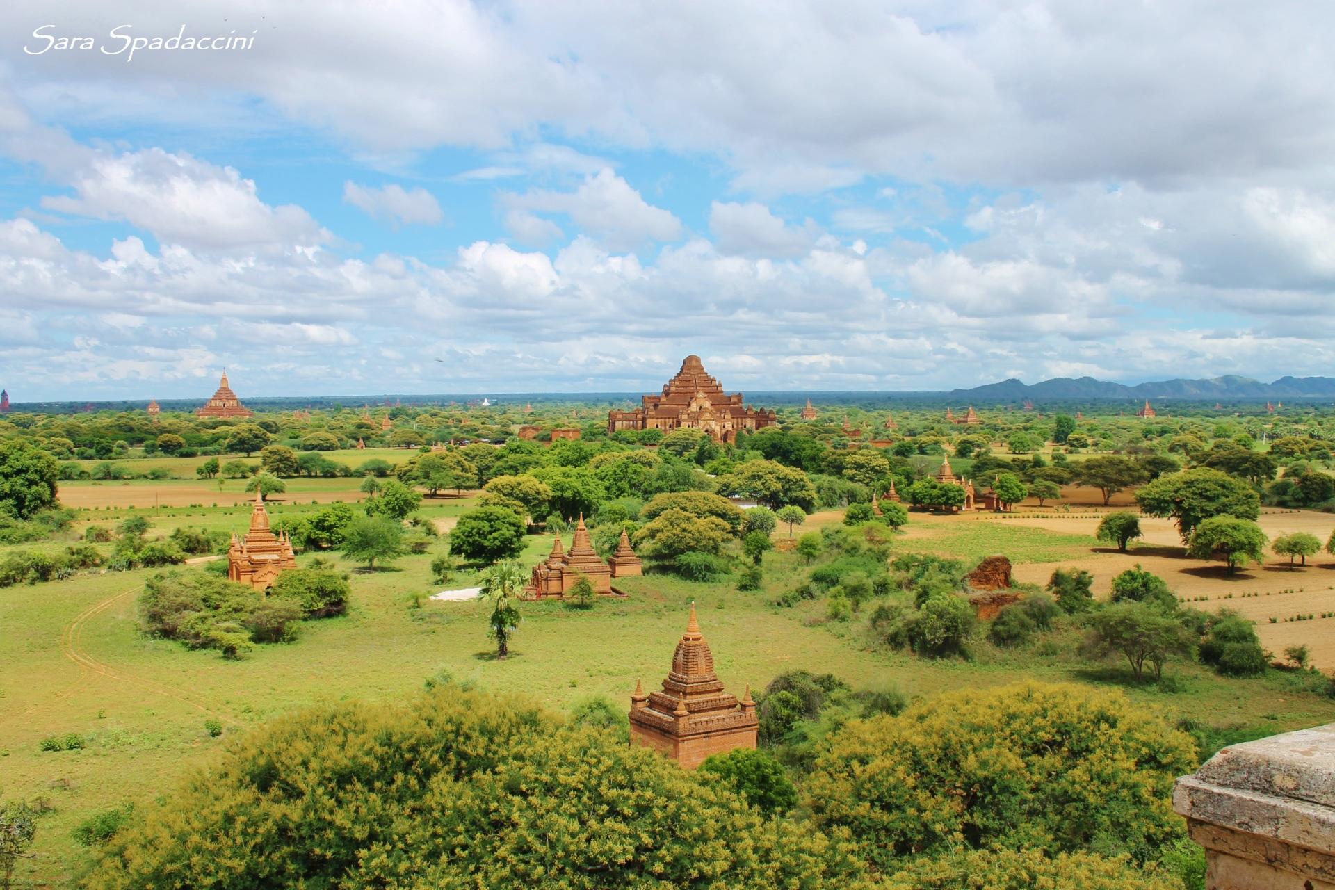 vista-dallalto-della-shwe-san-daw-pagoda-a-bagan-birmania