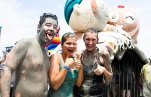 La Mud Prison è l'attrazione che vi accoglie all'entrata del Mud Festival