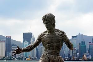 La statua di Bruce Lee è una delle molte cose da vedere passeggiando sulla Avenue of Stars
