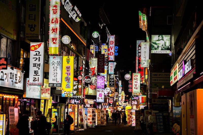 Il divertimento notturno è entusiasmante in Corea del sud, assolutamente da provare