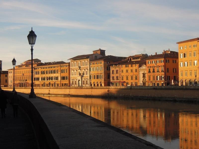 Visitare i Lungarni è una cosa da fare a Pisa