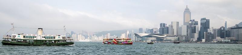 Due battelli della Star Ferry nel Victoria Harbour