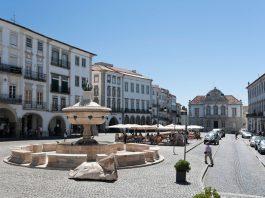 Evora-Praça-do-Giraldo