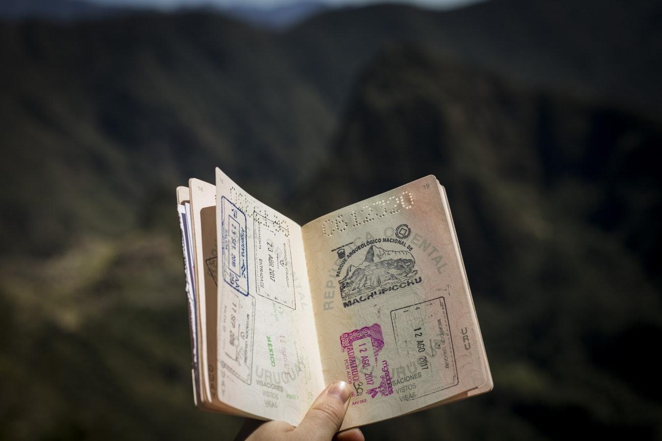Il passaporto è un oggetto che non può mancare nella tua valigia in viaggio