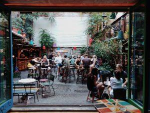 I Ruin Pub sono locali del quartiere ebraico di Budapest.