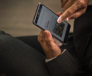 Viarre nel mondo grazie alle app sullo smartphone.