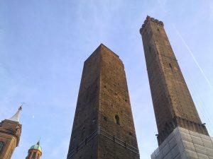 Le due torri di Bologna sono un monumento da visitare in città!