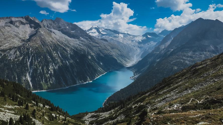 Le bellezze di un paese come l'Austria attraverso la sua cartina fisica